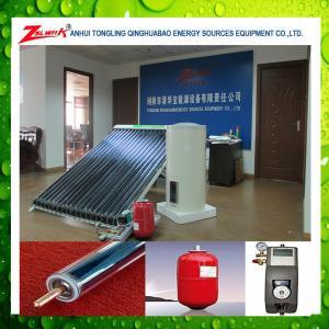 Split pressurized solar water heater with heat pipe
